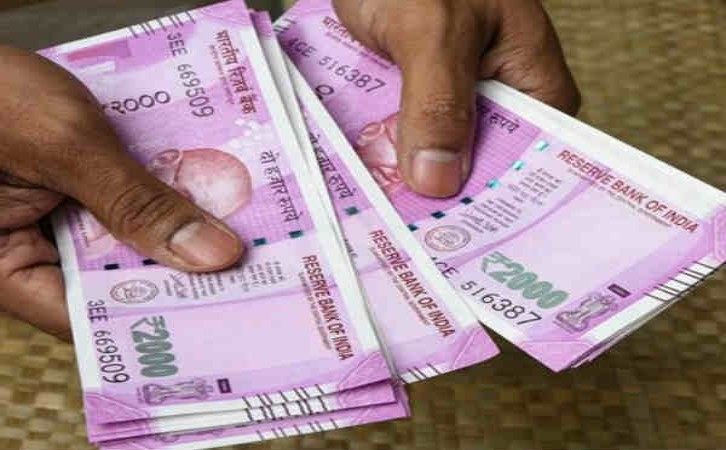 Breaking News, Viral News, Latest News, Trending News, Hindi News, Latest News hindi, India, HindustanFeed, Salesman dilip honesty story